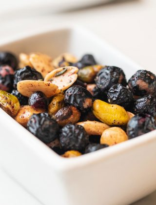 Almonds Pistachios and Blueberry Popcorn