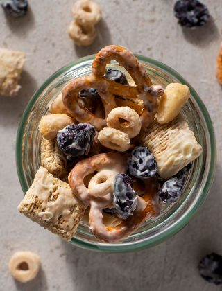 Frosted Blueberry Snack Mix